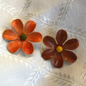 Jewelry - Set of vintage enamel flower brooches